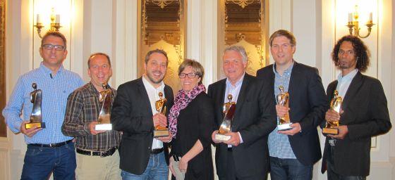 Die Gewinner des PromoFritz 2013 (v.l.): Günter Schmidt (Fare), Peter Meyer (Swiss Advance), Sergio Maurizi und Barbara Hicklin (beide diewerbeartikel gmbh), Klaus-Jürgen Oehlmann (Pelikan), Martin Hopp (exclusive gifts) und Sascha Behrendt (WOW! Products).