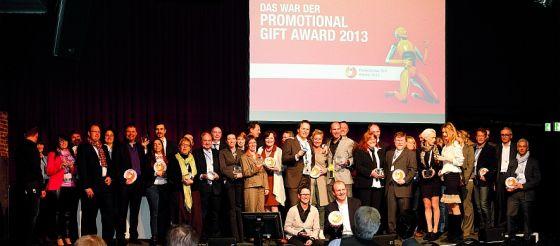 Strahlende Sieger bei der Verleihung des Promotional Gift Award 2013 auf der HAPTICA® live.