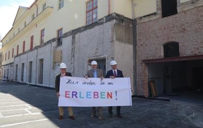 Vor der Baustelle der Faber-Castell Erlebniswelt (v.l.): Dr. Michael Peters (Projektleiter), Bernhard Ott (beratender Ingenieur) und Rolf Schifferens (Geschäftsführer Faber-Castell Vertrieb GmbH).