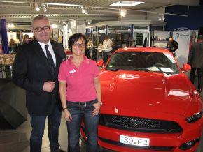 Soestmedia-Geschäftsführerin Marita Kempchen-Bock mit Ehemann Jochen Bock, Geschäftsführer des Ford Center Soest.